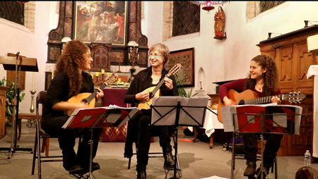 Gerda Abts, Maria and Elina Markatatou on a concert in Millegem church, Belgium, with mandolins and guitar on gevoeligesnaar_be